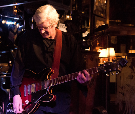 Blues Bests from Master Guitarist Rowe